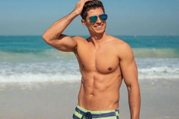 Что надеть на пляж: главные правила мужского летнего гардероба.